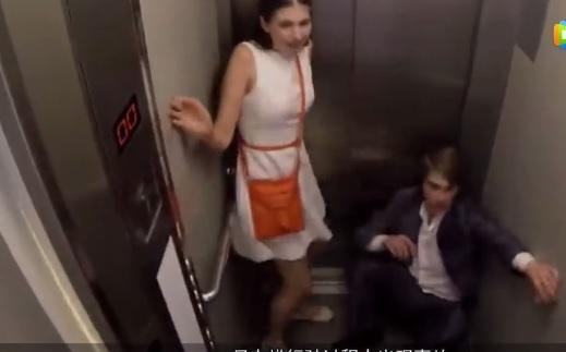 如果电梯地板突然往下脱落,人们的反应会怎样?