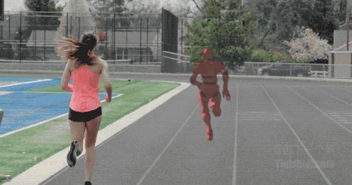 戴上这个虚拟现实眼镜 就随时有人陪你跑步