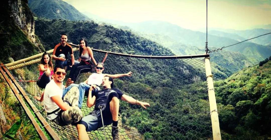 吊在悬崖上的酒店 海拔2500米高 你敢住吗?