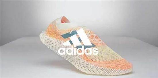 阿迪达斯创新性鞋面编织技术,2000根编织线构成网格鞋面