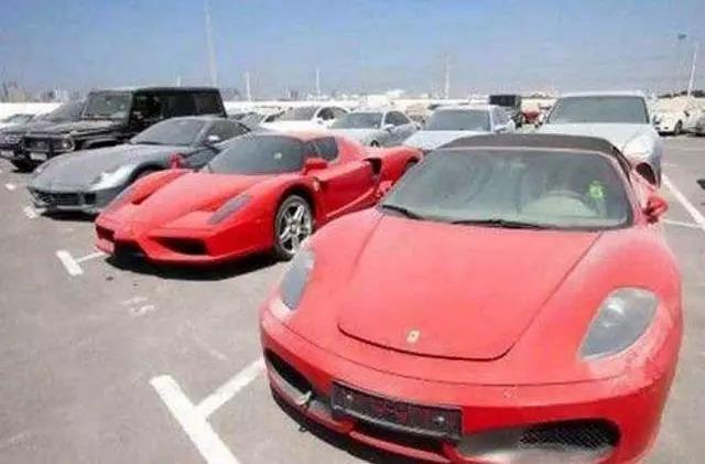 迪拜豪车坟场,千万豪车到处扔 为什么没人要?