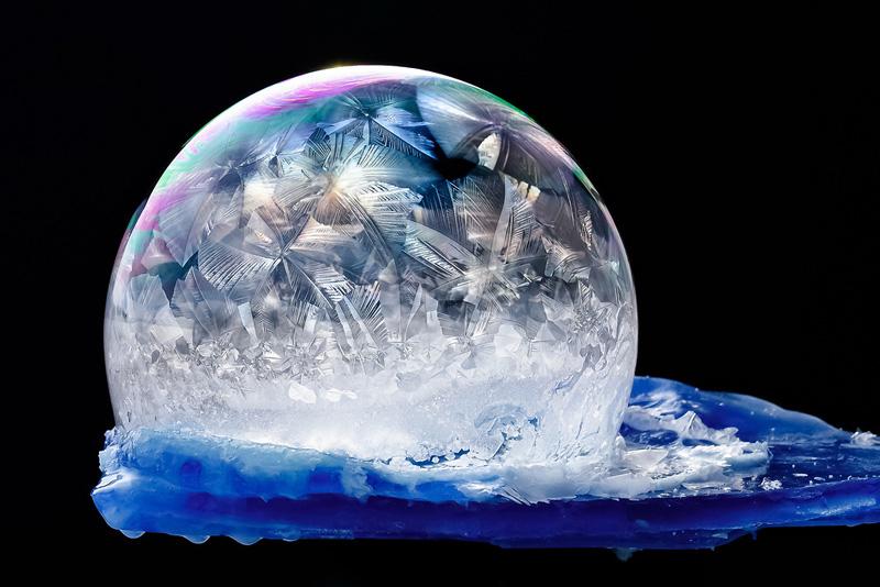 大自然创造的魔法水晶球-冰封的肥皂泡